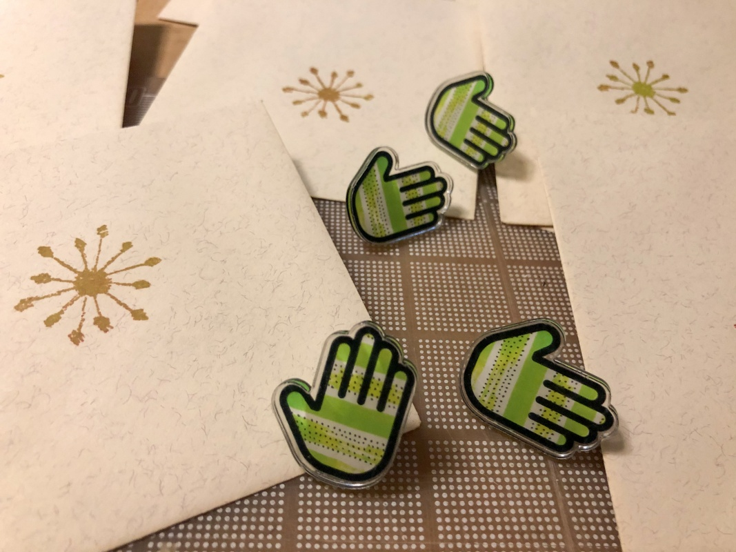 give me a Hand pin for Patreon supporters
